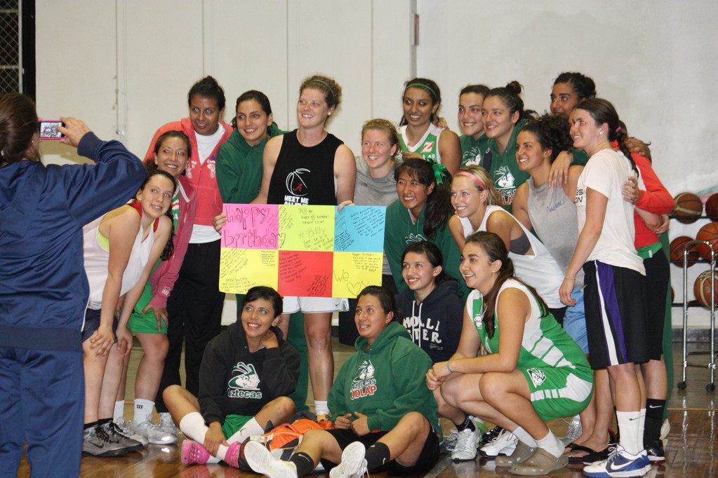 Katie celebrated her birthday this past week and the UDLAP basketball team surprised her with a special card