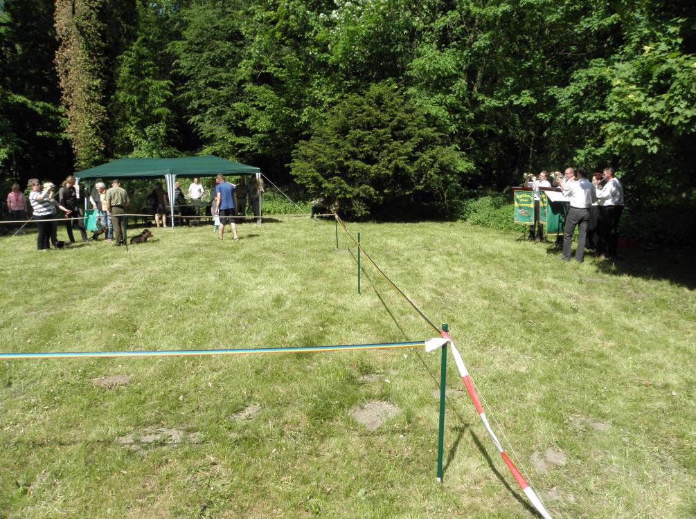 Unser Ring, im Hintergrund das Büro rechts die Jagdhornbläser