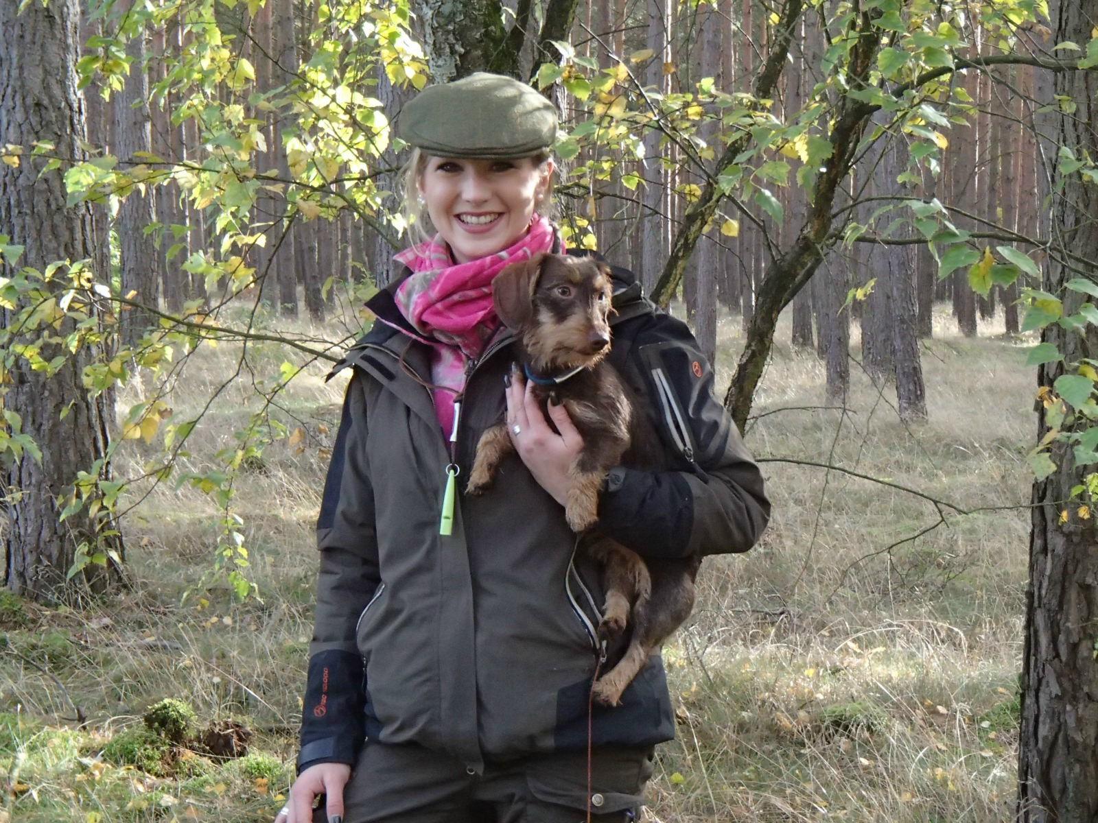 Klein aber oho, Friederike Schaffhorst mit Zwergteckeldame Philine vom wilden Jäger.