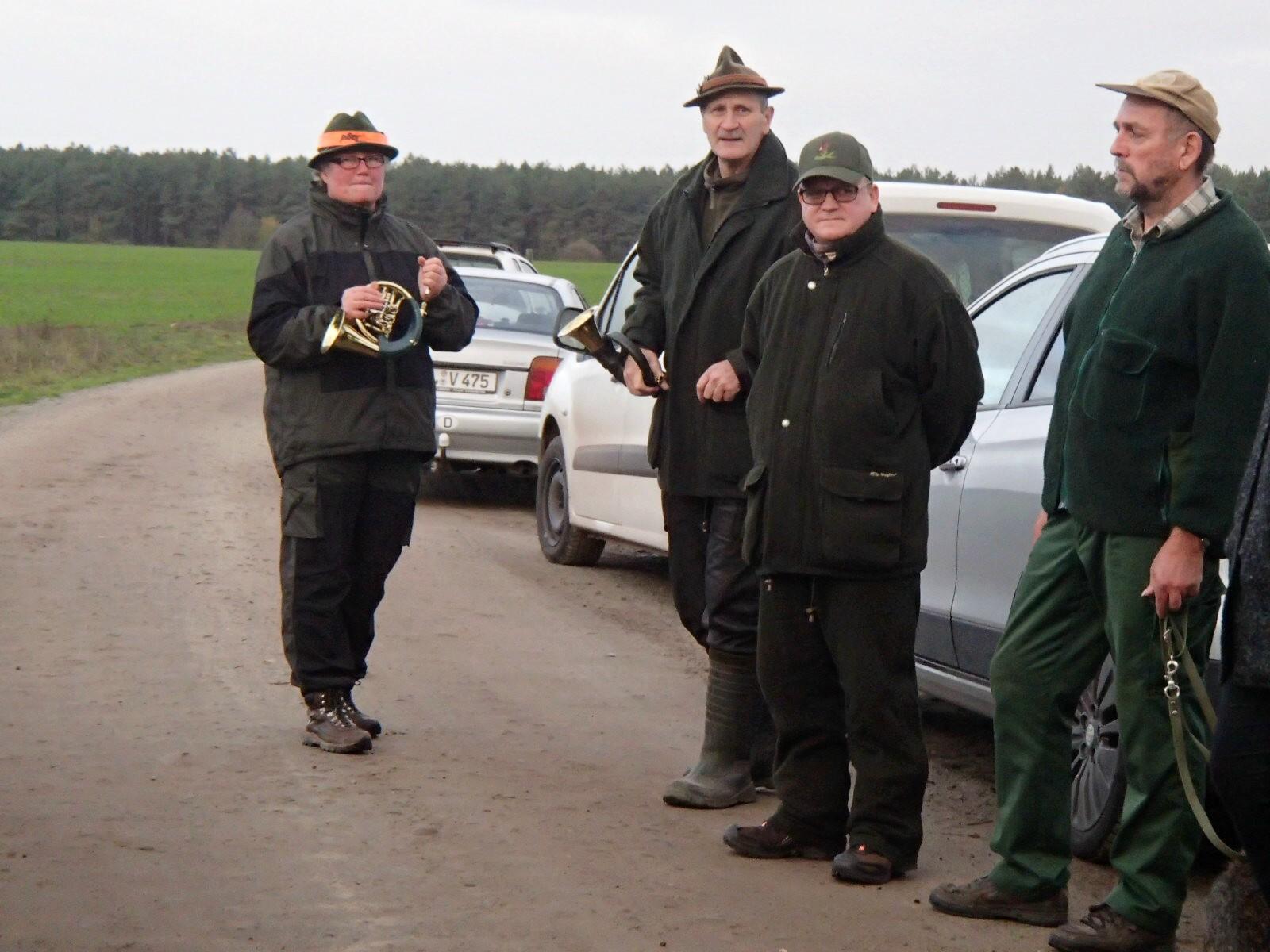 Heidrun und Lutz haben die Jagdhörner mitgebracht.
