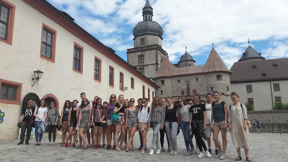 Deutsch-Sommersprachkurs Universität Würzburg, Deutsch lernen in Würzburg, Kulturprogramm, Kursteilnehmer auf der Festung Marienberg
