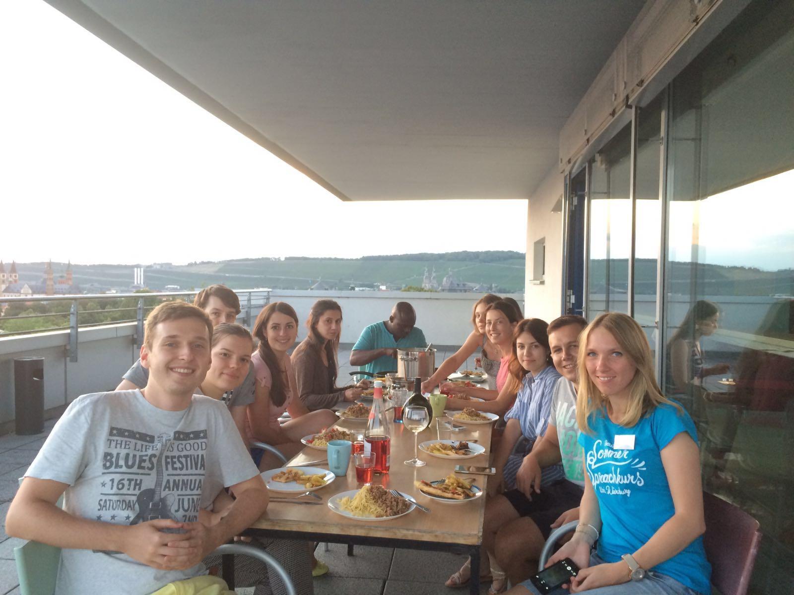Deutsch lernen in Würzburg, gemeinsame Freizeit über den Dächern von Würzburg