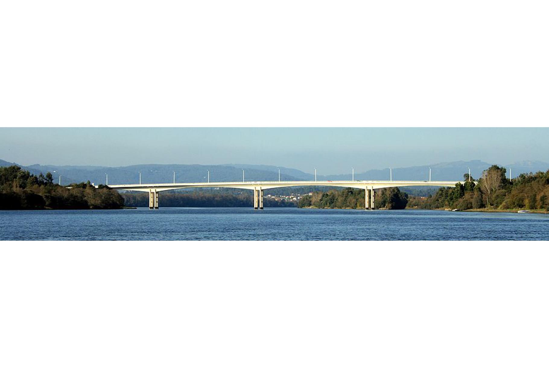 Vila Nova de Cerveira-Ponte internacional (a 6 km)