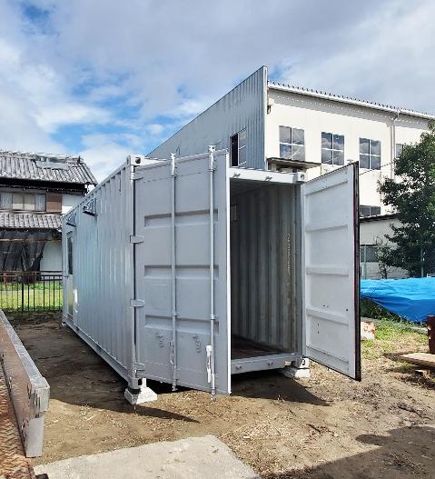 羽島市正木町 中古コンテナ20ftグレー塗装・換気ドア付設置