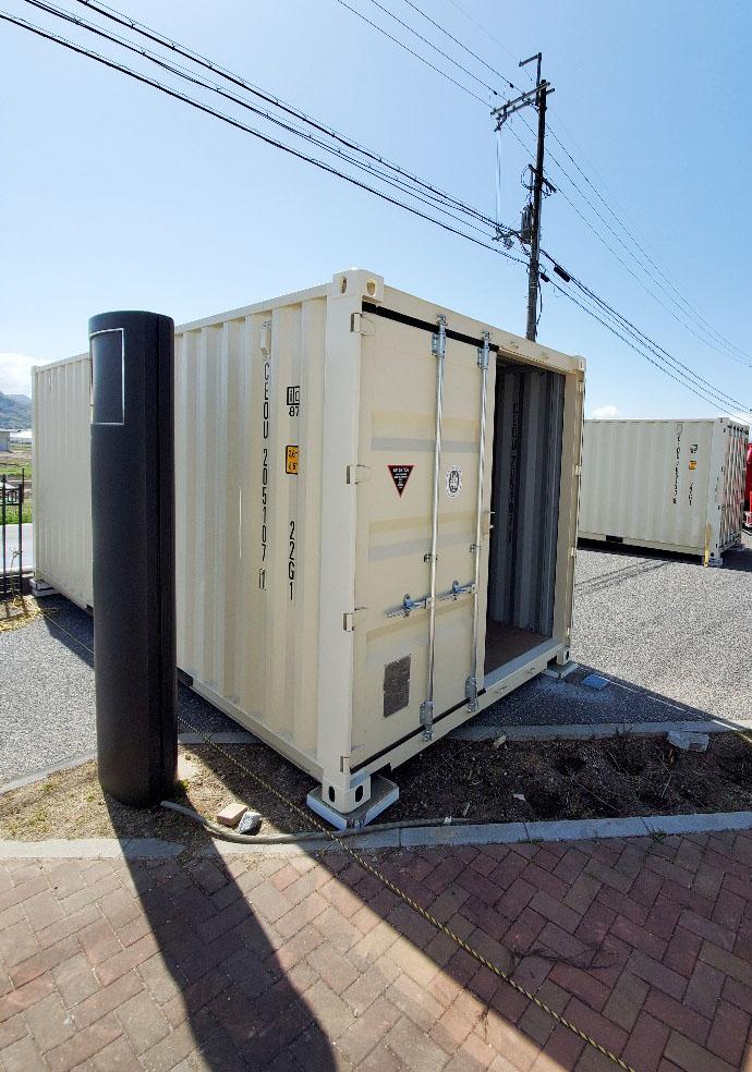 滋賀県彦根市 NEWVANコンテナ20ftアイボリー×2本設置