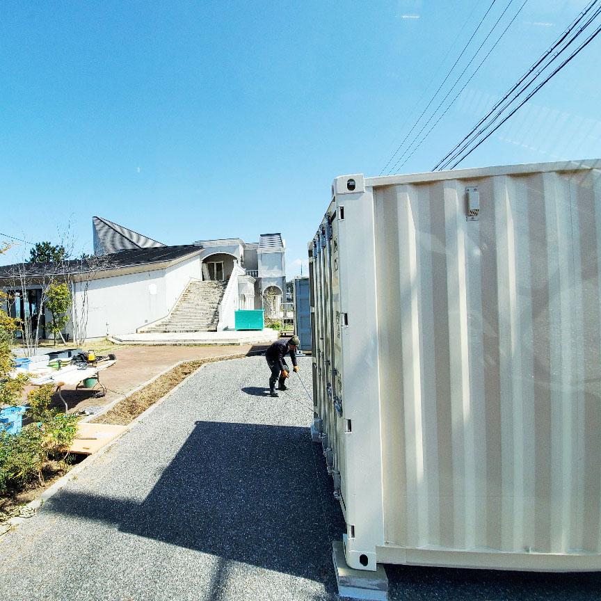 滋賀県彦根市 NEWVANコンテナ20ftアイボリー×2本