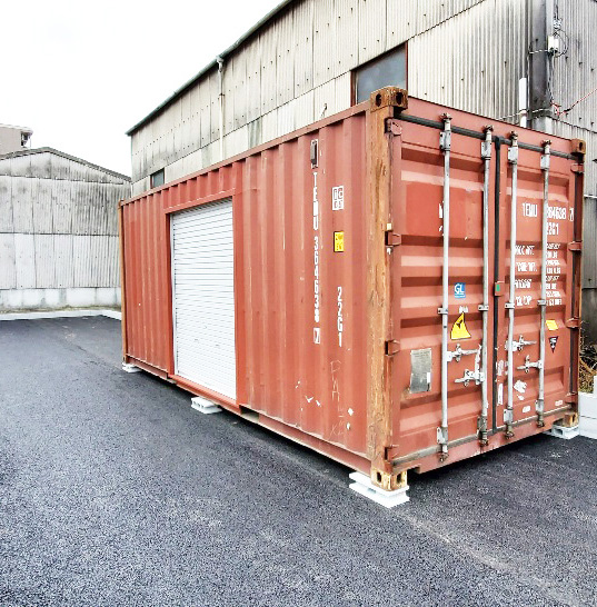 愛知県名古屋市 中古コンテナ20ftシャッター付設置