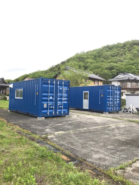 岡山県倉敷市 中古コンテナ20ftシャッター付グレー塗装設置