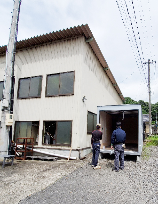 三重県桑名市 中古2tアルミコンテナ設置