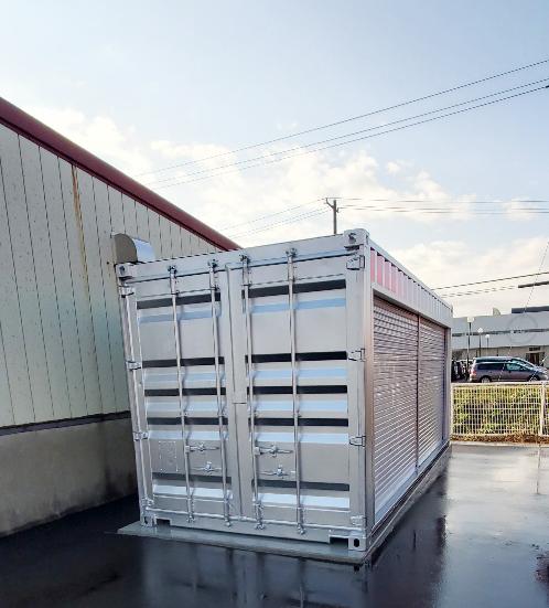 新潟県柏崎市 中古コンテナ20ftフルシャッター・シルバー塗装設置