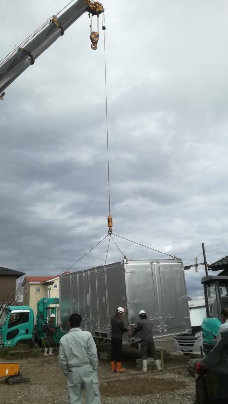 石川県河北郡 中古貨物コンテナ20ftシルバー塗装設置