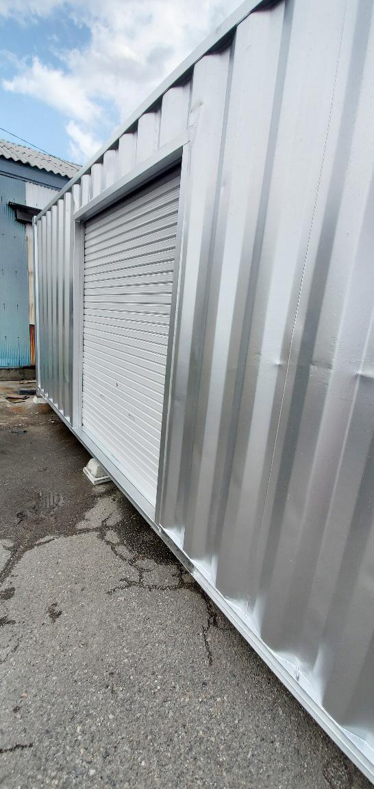 石川県金沢市 中古コンテナ20ftシルバー塗装・シャッター付設置