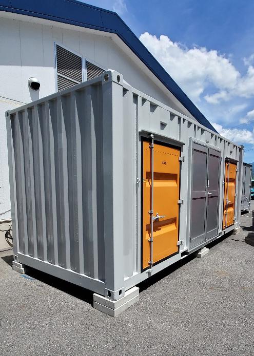 恵那市岩村町 中古コンテナ12ftグレー・20ft3ドア改造・両開きドア・シャッター・電気・アルミ縞板設置