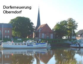 Foto des Schiffes Mocambo mit der Kirche Oberndorf im Hintergrund