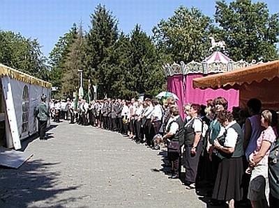 Foto vom Antreten zum Schützenumzug des Schützenvereins Niederstrich