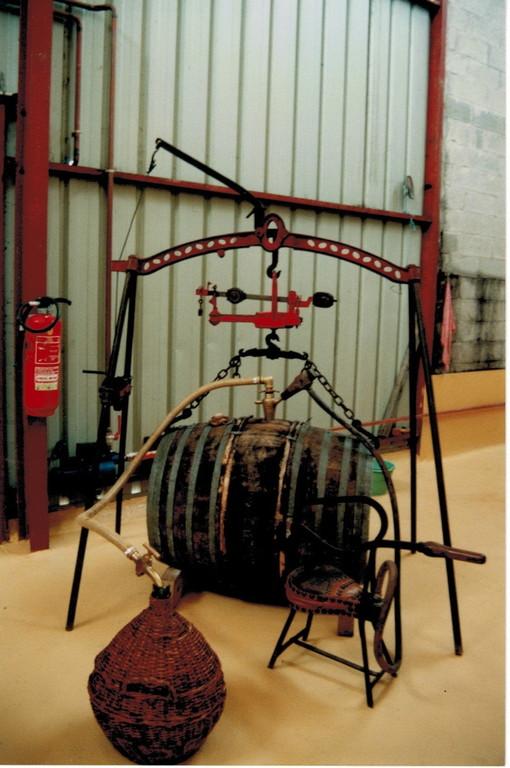 Visite de la Distillerie Pautier à Veillard (16200 BOURG-CHARENTE) - Découverte d'anciens outils - Pineau des Charentes - Jus de raisin pétillant