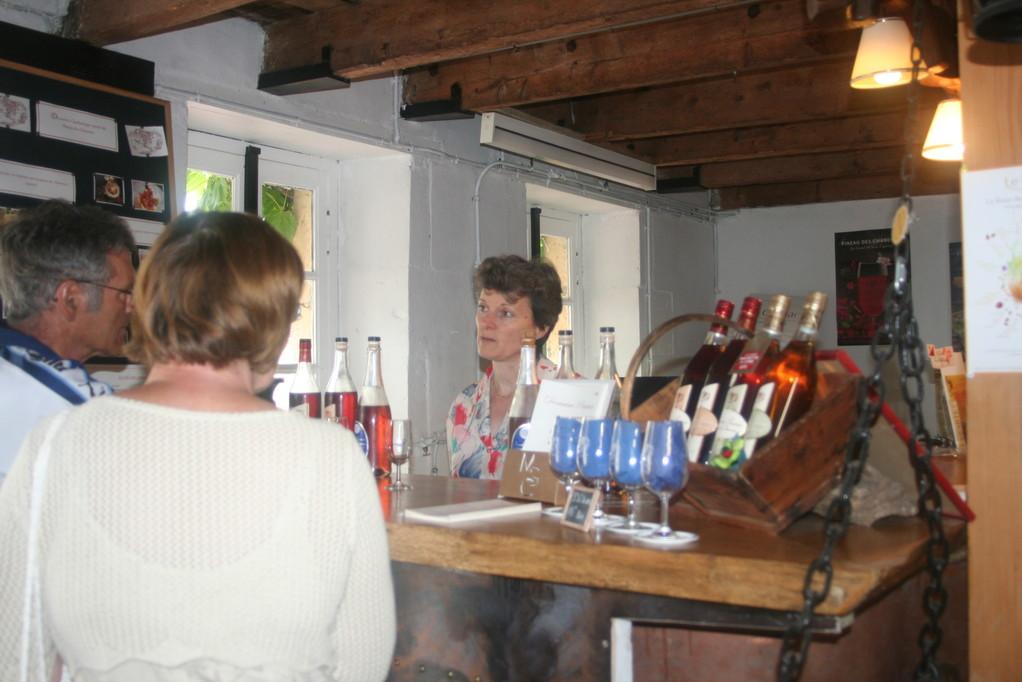 Dégustation après la visite de l'exploitation du Domaine Pautier - Pineau des Charentes, Vieux Pineau des Charentes et Jus de raisin pétillant sans alcool (Emous'tillant®)
