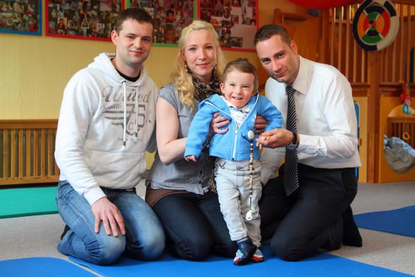 mit Leopold und seinen Eltern in der Kita, Foto: Landgraf / Dresdner Morgenpost