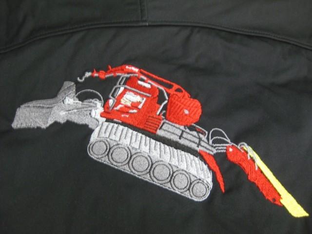 Pistenfahrzeug auf Rücken