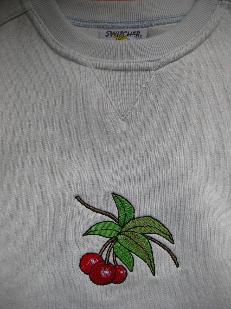 Pullover mit Kirschen