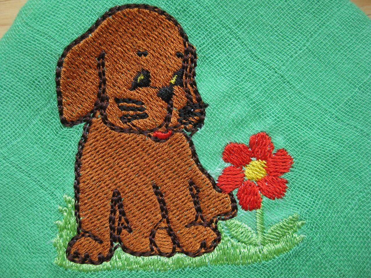 Hund mit Blume auf Nuscheli
