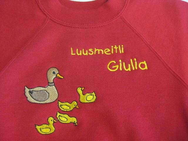 Pullover mit Entchen und Schriftzug Luusmeitli Giulia