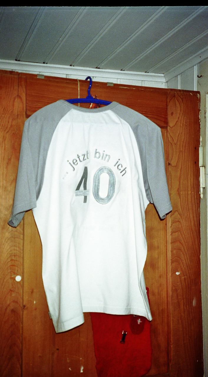 T-Shirt Rücken bestickt