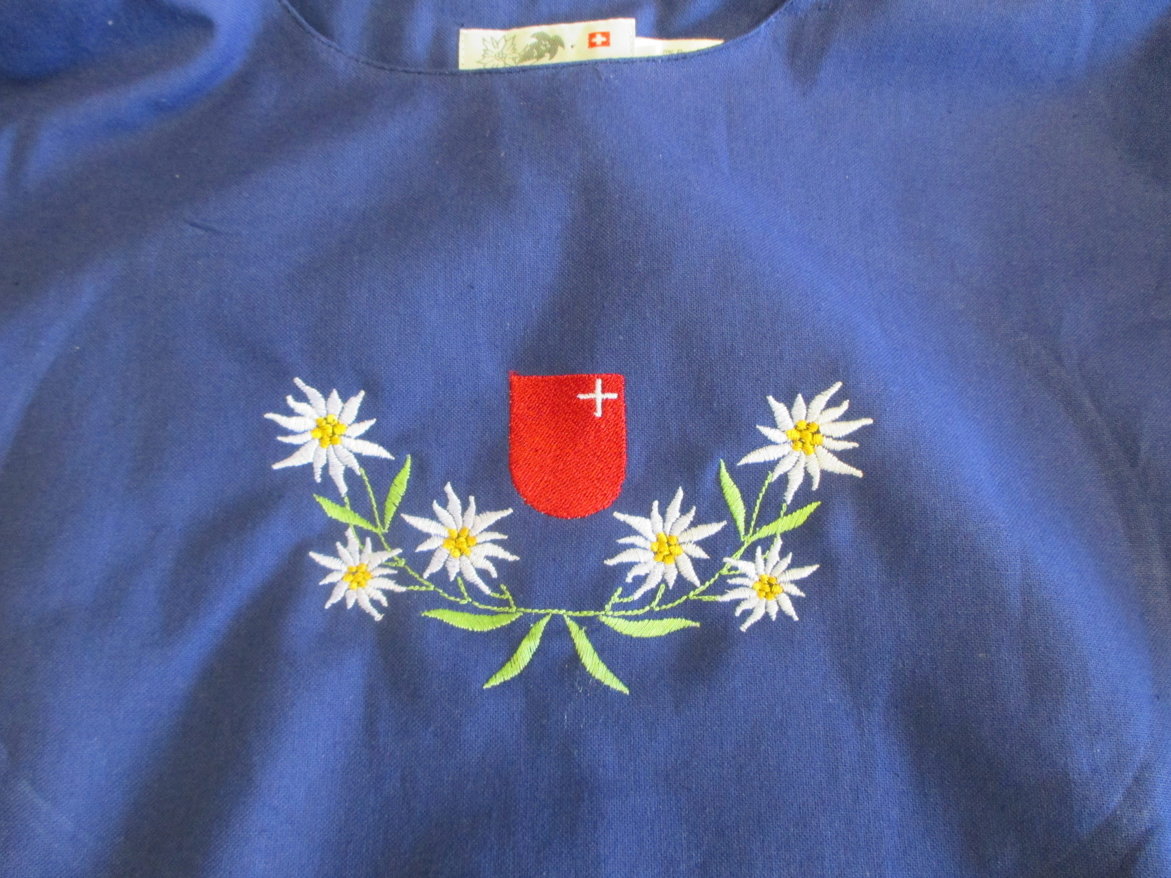 blaues Hirthemd mit Schwyzer Wappen