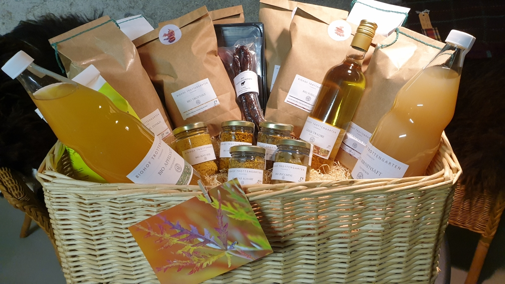 Geschenkkorb mit Bio Hofprodukten