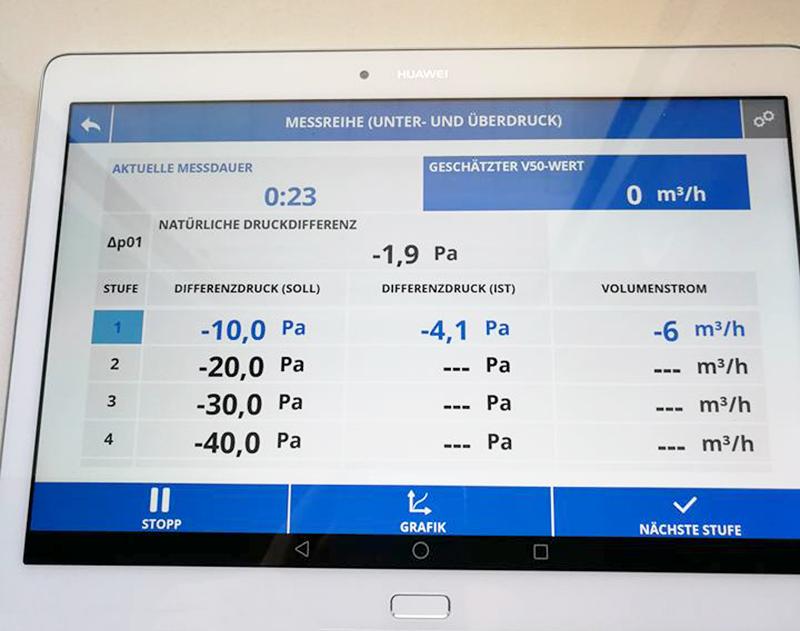 Werte Anzeige von Wärmepumpe im Berg Schwedenhaus Effizient Passivhaus