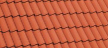 Rote Dachziegel auf Berg Schwedenhaus