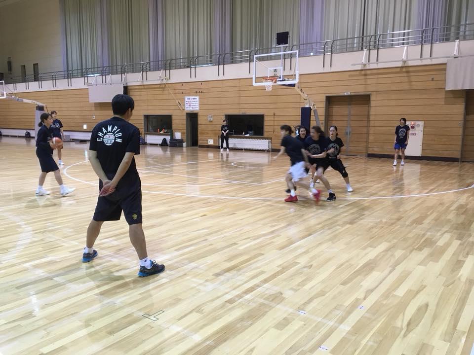 バスケットでは、小嶋HCの指導にも熱が入ります!