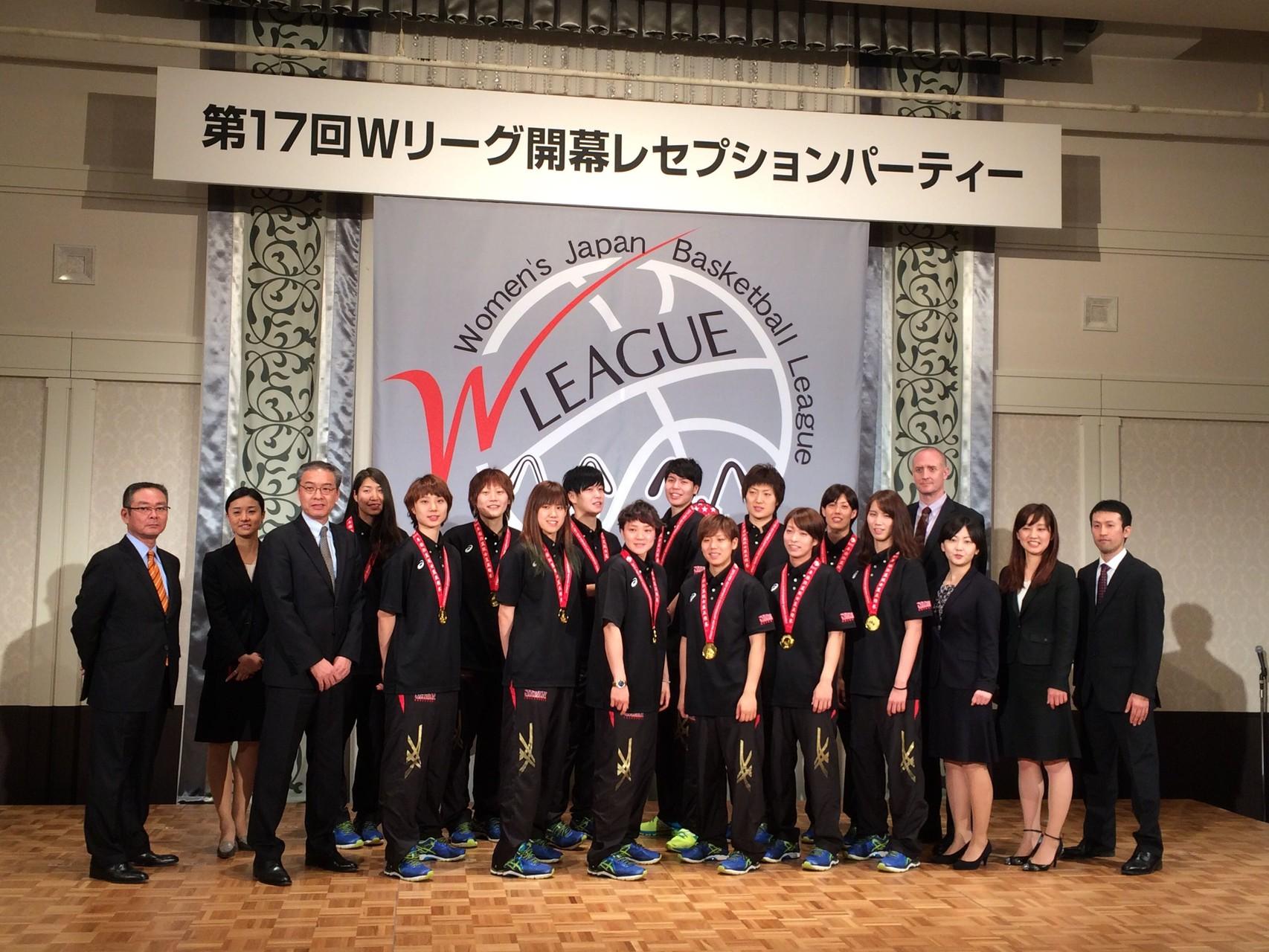 日本代表メンバー(左から6人目 高田真希選手)