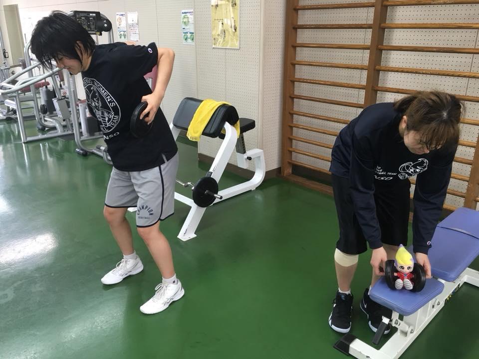 新人のルアも頑張ってトレーニングしているね(^_^)☆アイリスちゃんも一緒にトレーニングをしていたらルクが手伝ってくれたよ(>_<)
