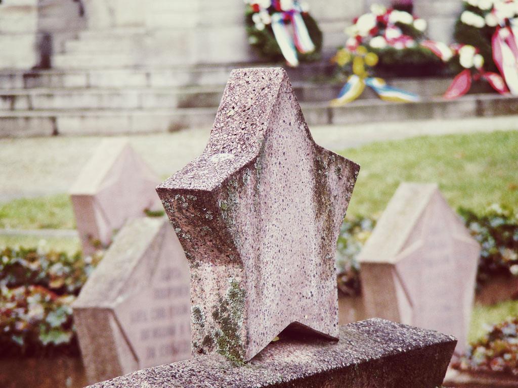 Grabstein auf dem sowjetischen Friedhof am Bassinplatz.