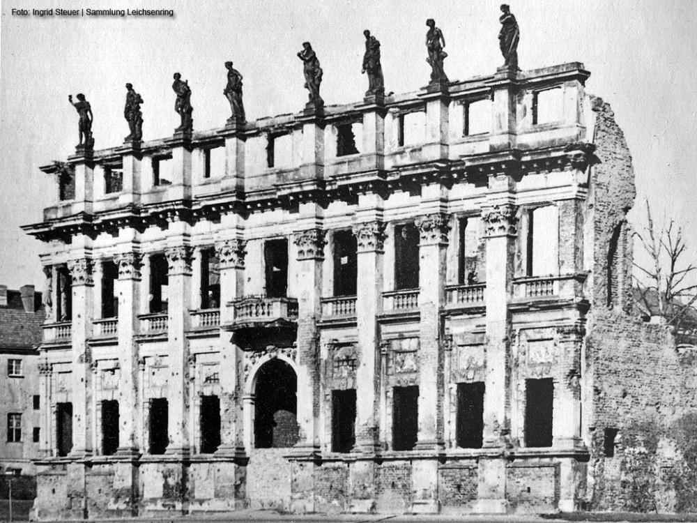 Ruine des Plögerschen Gasthofes in Potsdam um 1950