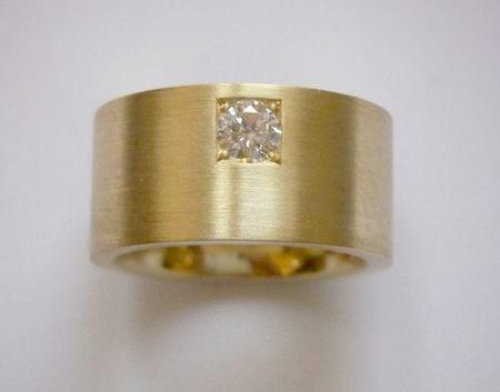 Geelgoud met 1 princess diamant