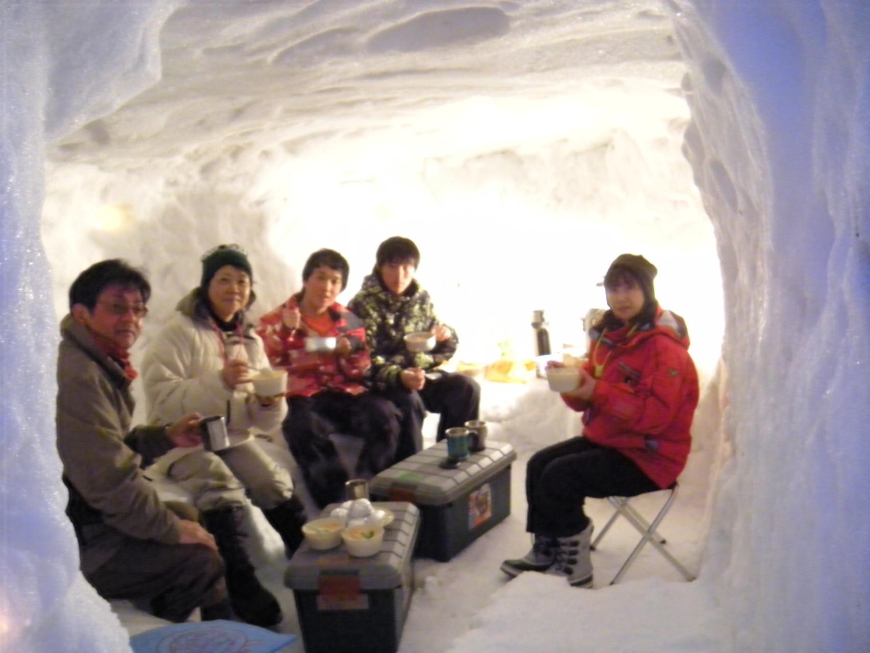 雪の中でのクリームシチューは格別