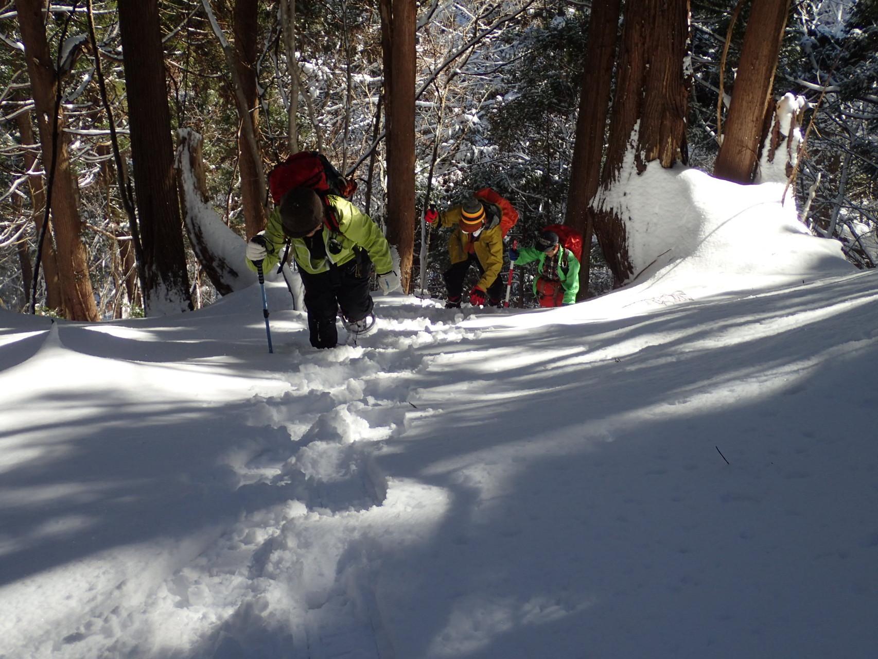 一歩ずつ、雪を踏みしめて
