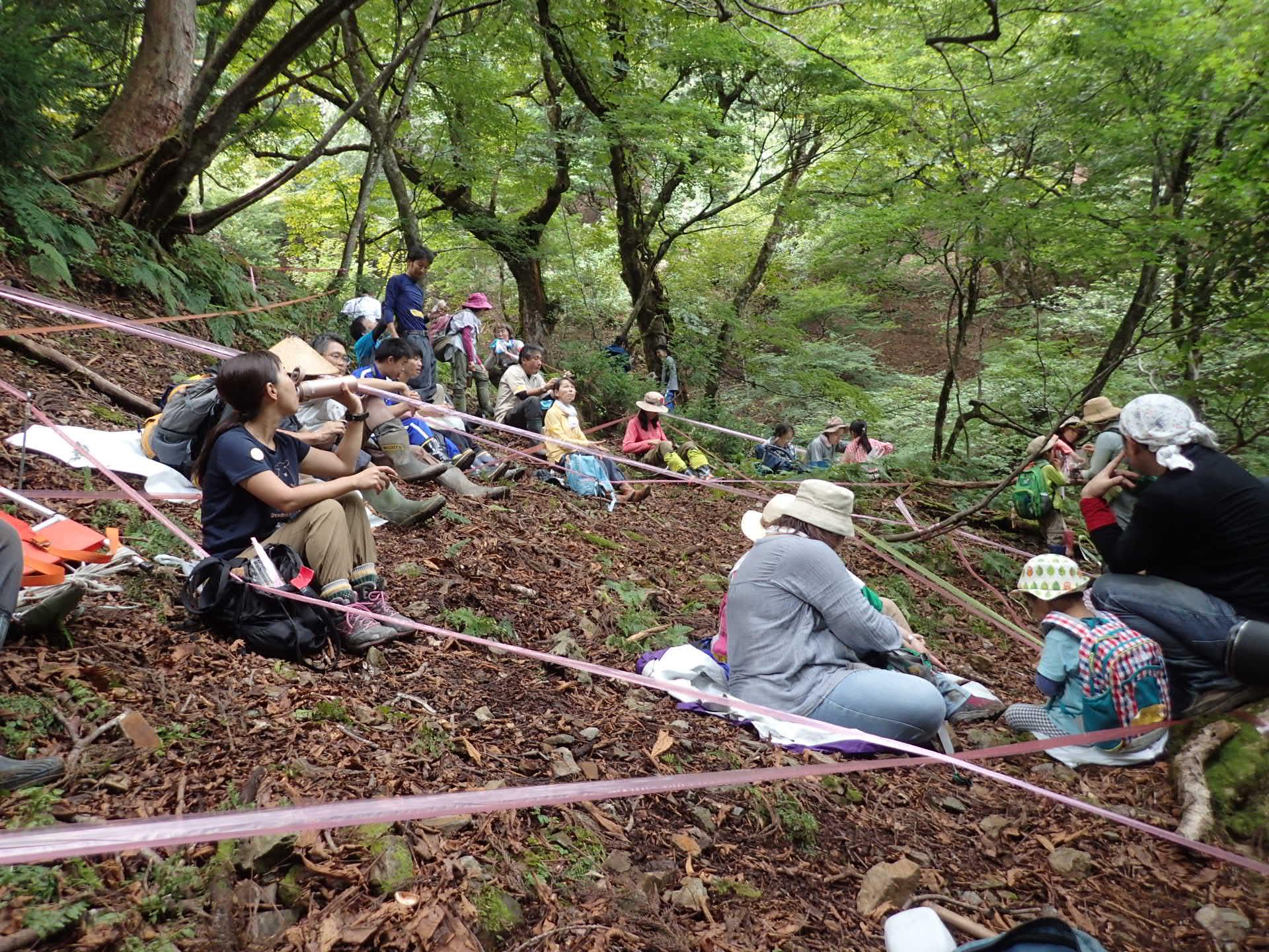 栃の木のふもとでお昼休憩