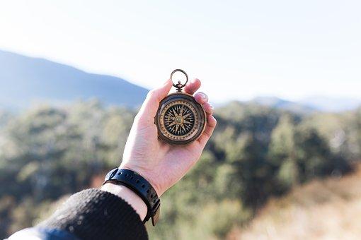 Die Bibel ist wie ein Kompass, der uns Menschen den Weg zeigt, den wir gehen sollen
