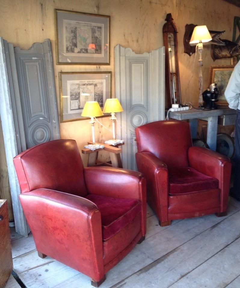 paire de fauteuil club en cuir rouge
