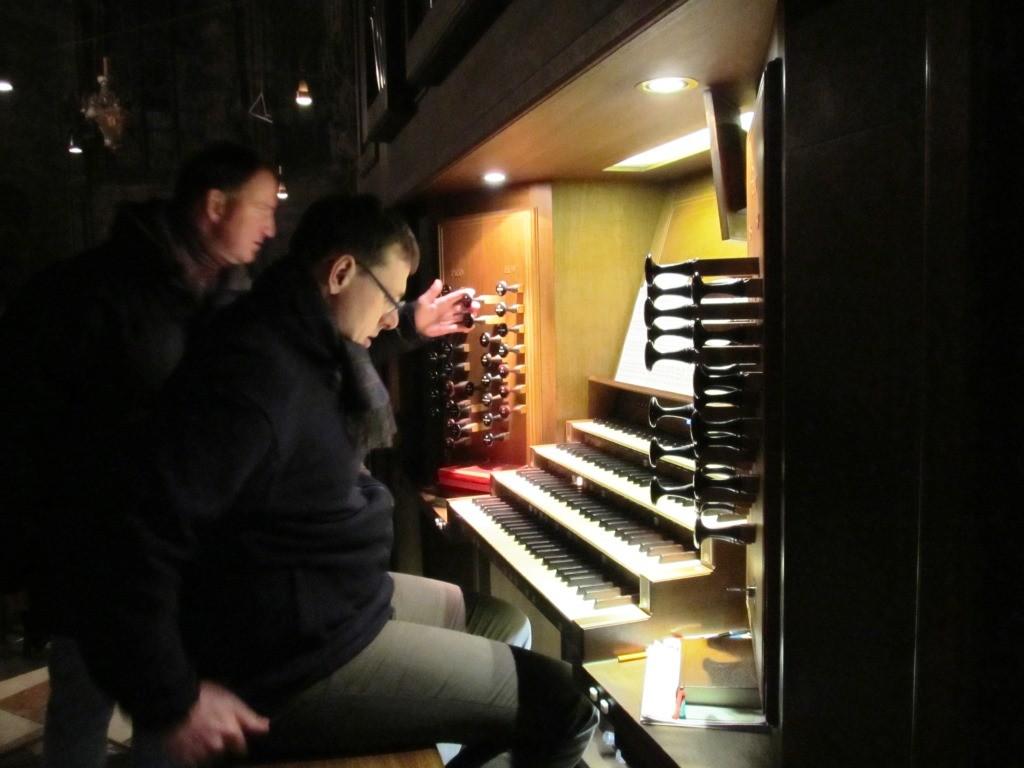 Konzertvorbereitung an der Rieger-Orgel im Stephansdom Wien