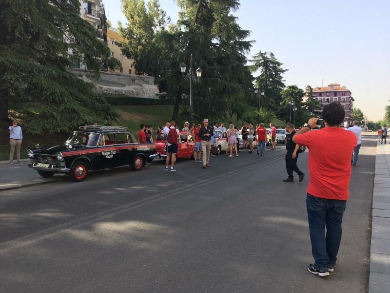 Tours en grupo con coche vintage por Madrid