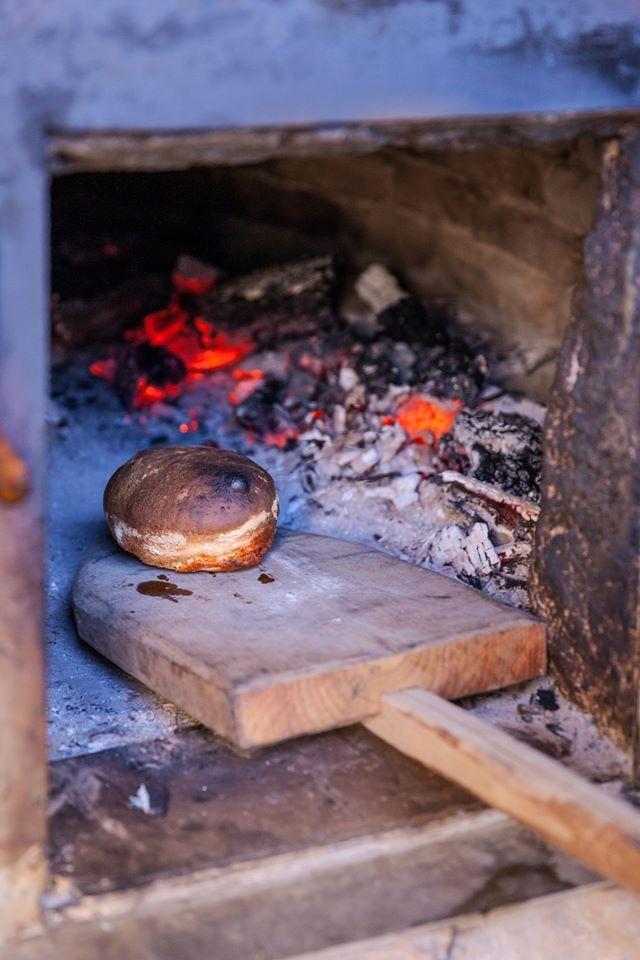 """Bollo preñao hecho con el equipo de """"Where is Asturias"""" y el famoso chef de pastelería española,Miguel Sierra.En esencia es una baguette 'impregnada' con un pequeño chorizo (también se llama preñado de pan, que significa literalmente """"pan embarazado"""")"""