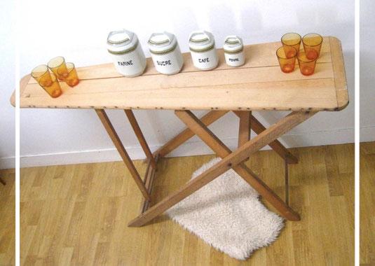 Table à repasser ancienne en bois