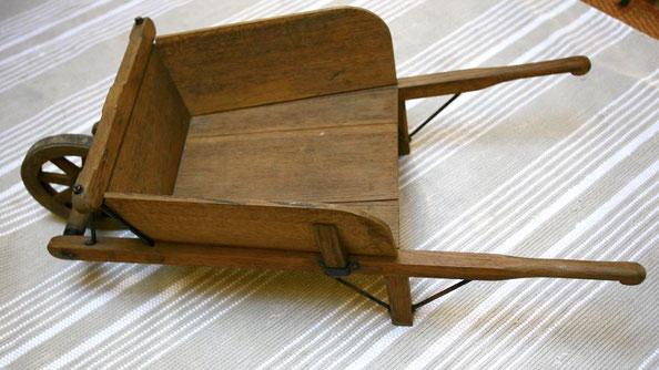 brouette ancienne en bois