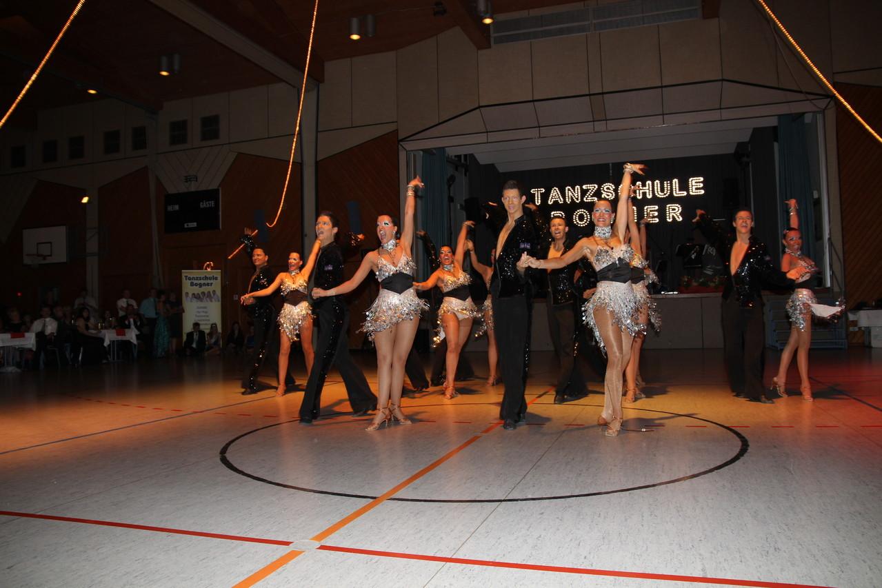 Das komplette Team bei einem Auftritt für die Tanzschule Bogner in Schwabach