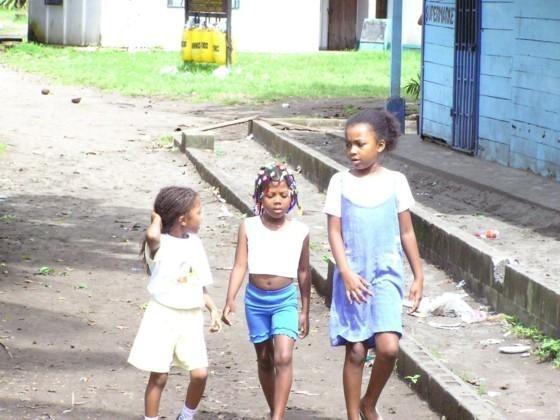 Jeunes Tica a Tortuguero