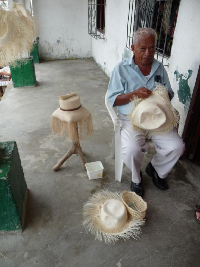 Herstellung der berühmten Panama Hüte